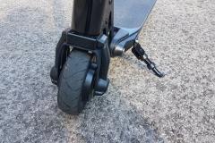 carbon-fiber-a-hordozhato-elektromos-roller-teszt-osszecsukhato-6600mAh-akkumulator-akksi-5.5-colos-kerek-07