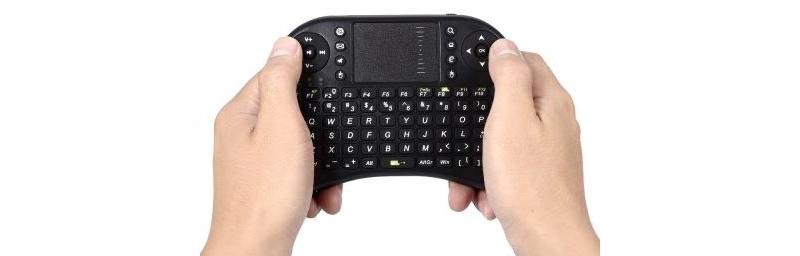 vezetek-nelkuli-billentyuzet-eger-touchpad-hatter-vilagitas-qwerty-kiosztas-teszt-00