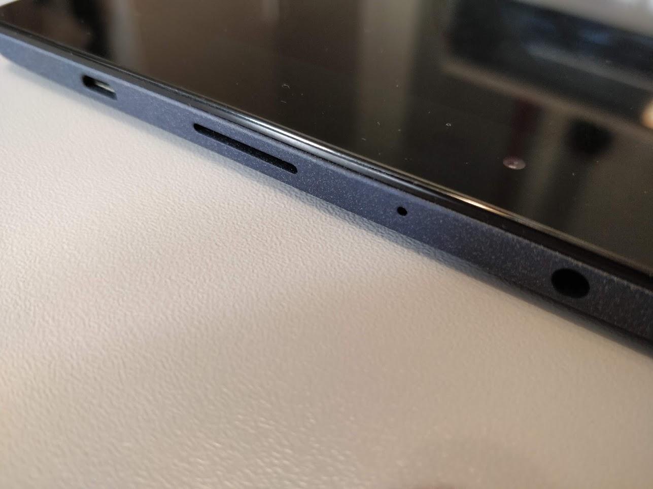 Lenovo-P8-Android-tablet-Tab3-8-Plus-16GB-3GB-03