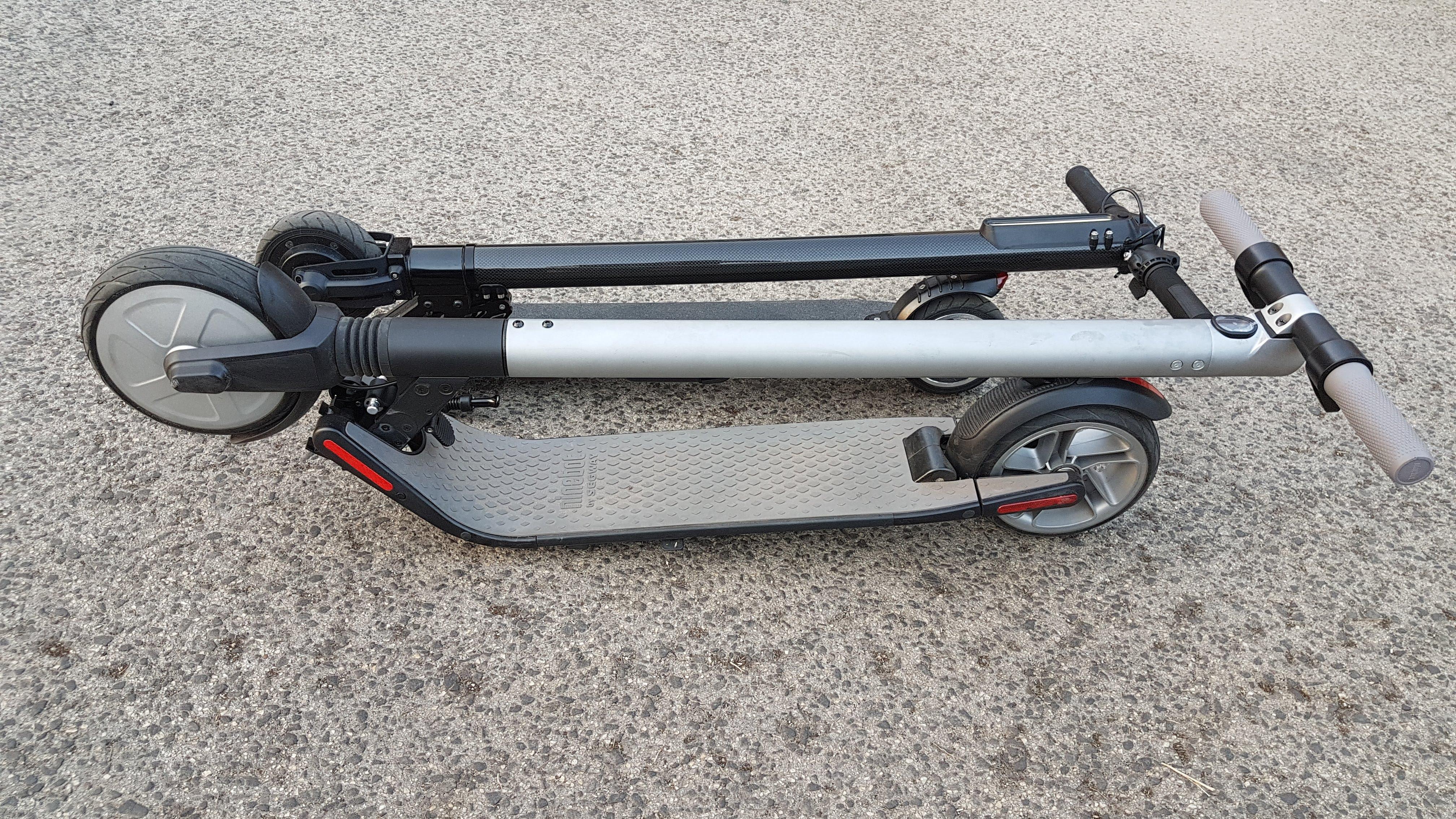 carbon-fiber-a-hordozhato-elektromos-roller-teszt-osszecsukhato-6600mAh-akkumulator-akksi-5.5-colos-kerek-36